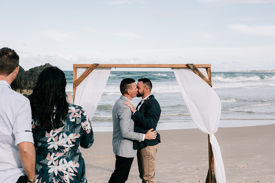 Hitched In Paradise - Tweed Coast Same Sex Elopements