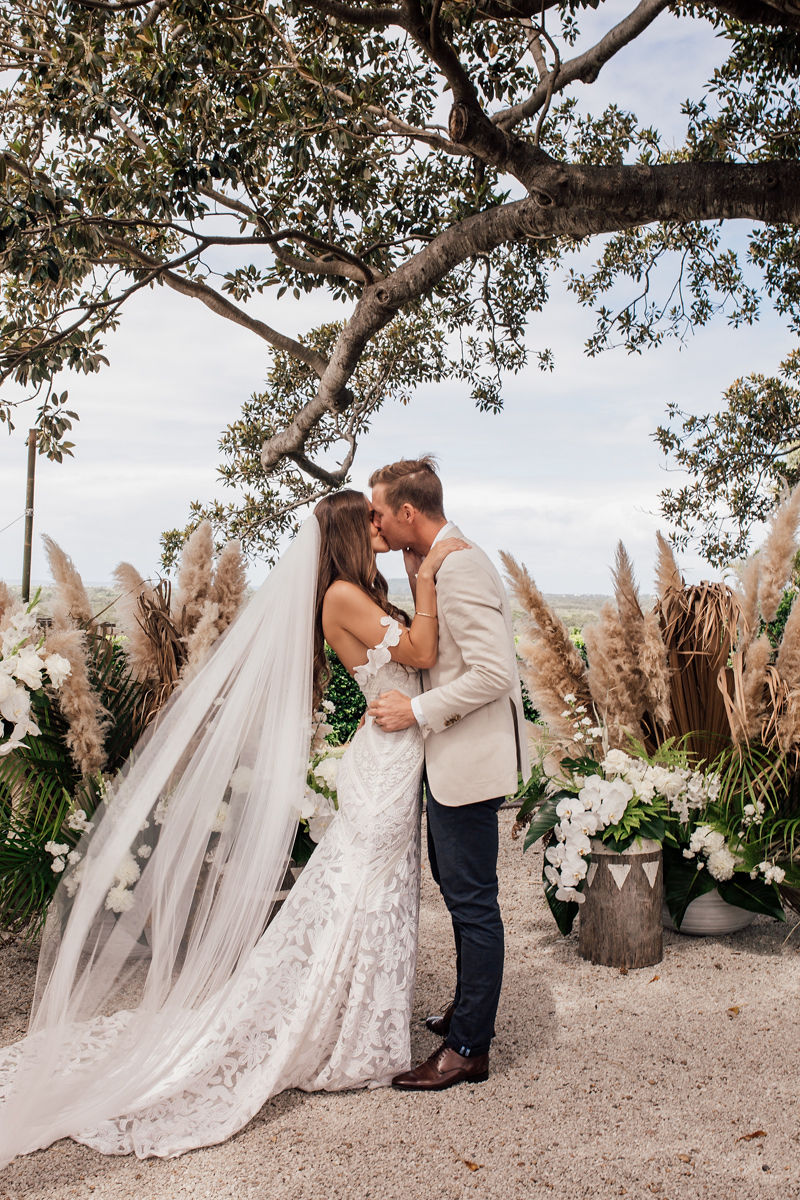 Tarsh & Steve - Figtree Wedding kiss - Byron Bay